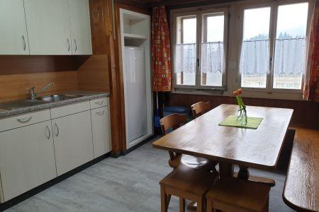 Küche mit Esstisch